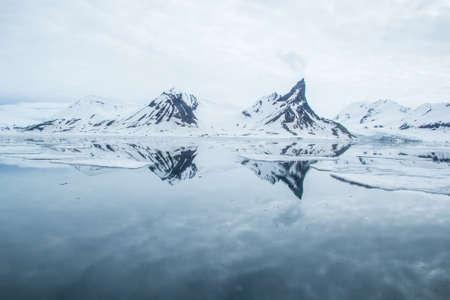 Arktischen Winter im Süden von Spitzbergen Standard-Bild - 44972684