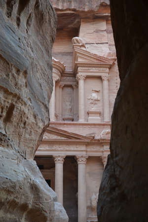 Petra, Jordan - ancient Nabatean city in red natural rock and with local bedouins, UNESCO world heritage 免版税图像