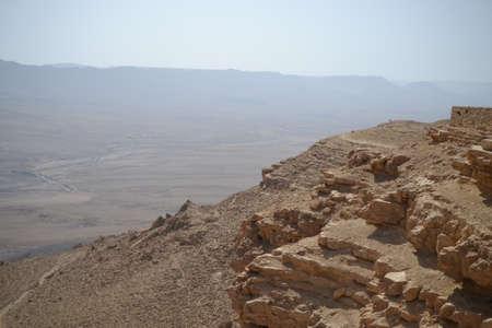 Edge of Ramon Crater Makhtesh Ramon , Ramon Nature reserve, Mitzpe Ramon, Negev desert, Israel Imagens