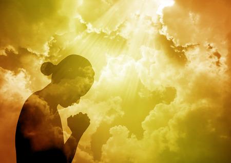 祈っている女性 写真素材