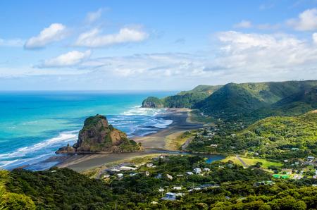Piha strand dat is gelegen aan de westkust in Auckland, Nieuw-Zeeland. Stockfoto