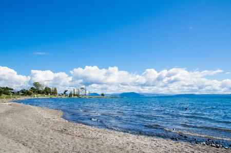 Beautiful beach side of Lake Taupo in New Zealand. Archivio Fotografico