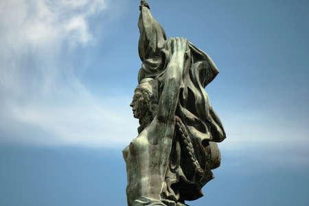 フラグは、ロザリオ、アルゼンチンの彫刻モニュメント 写真素材 - 43616139