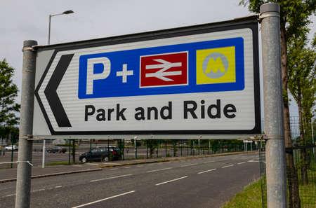 Panneau Park and Ride à l'entrée de la gare de Birkenhead North Wirral Août 2019