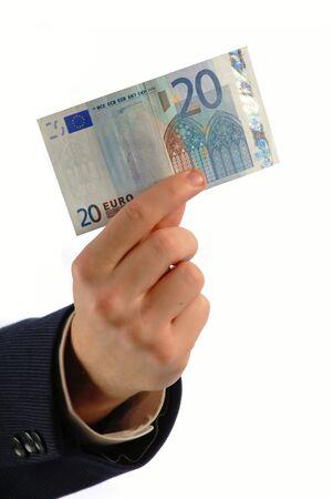 remuneraci�n: Hombre de negocios posee denominaci�n de veinte euros en la mano sobre fondo blanco