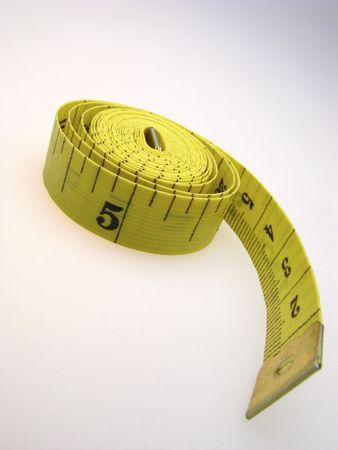 metro de medir: la medici�n de color amarillo metros en fondo claro, muy cerca