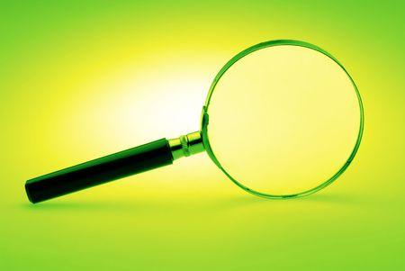 緑色の背景で、手動の拡大レンズをクローズ アップ