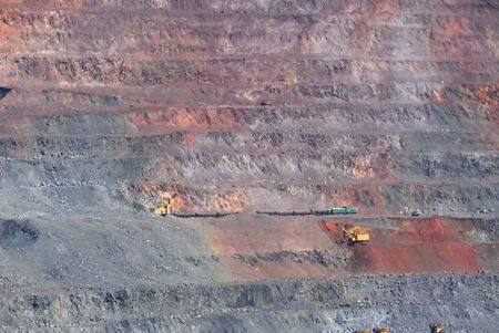 Industrial extraction of iron ore and technology of loading photo