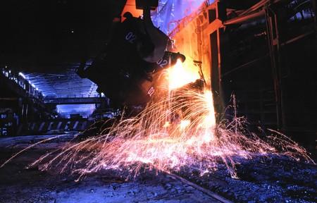 製造冶金工業のショップ転炉における鋼の洪水