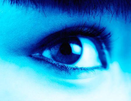 tonalit�: femmes ?il regarde de c�t�, en bleu la tonalit� Banque d'images