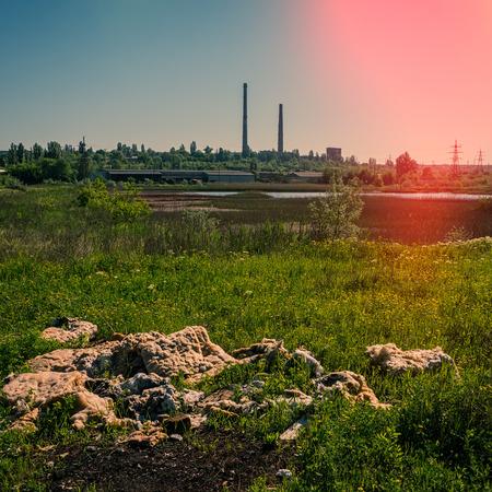 鉄鉱石、産業廃棄物や環境汚染、瓦礫の濃縮工場します。 写真素材