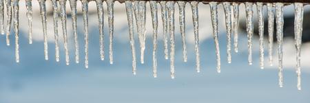 glaçons par temps ensoleillé, panoramique. L'hiver. Bannière Web pour la conception. Ukraine. L'Europe ?.