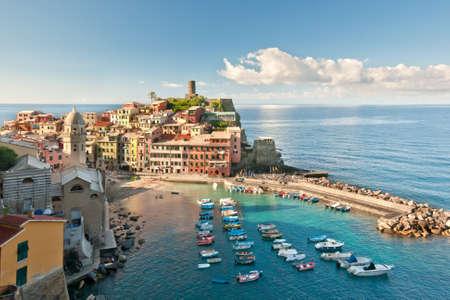 Pequeño pueblo Vernazza (Cinque Terre, Italia)