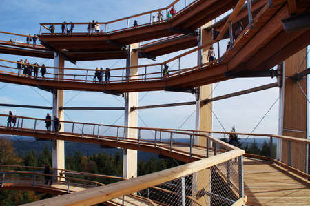 holiday profits: The Cimrman the treetop path in Bad Wildbad. The view is on the top floor in 40 meters height and on the levels below that thread Accessible upwards. The viewer sees the infinite acting Forest Sea of the Black Forest. On the horizon, the forest hills sink