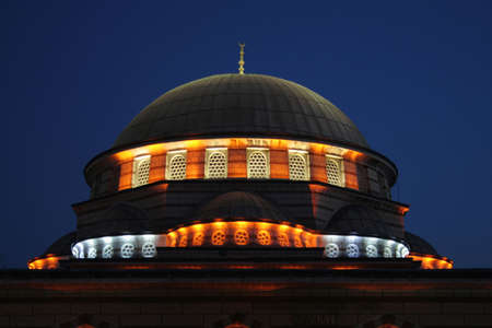 camii: A night view of Blue Mosque when its lights are turned on. Minaret detail.