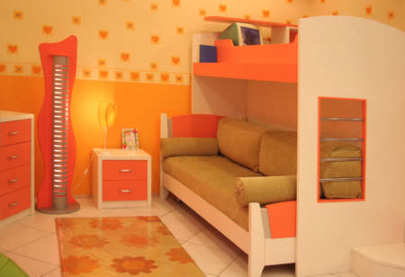four poster bed: child bedroom
