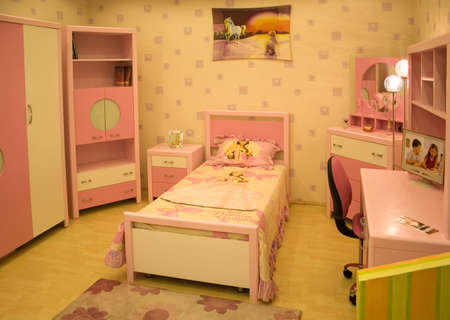 four poster bed: a child bedroom