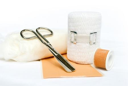Erste-Hilfe-Verband und Schere