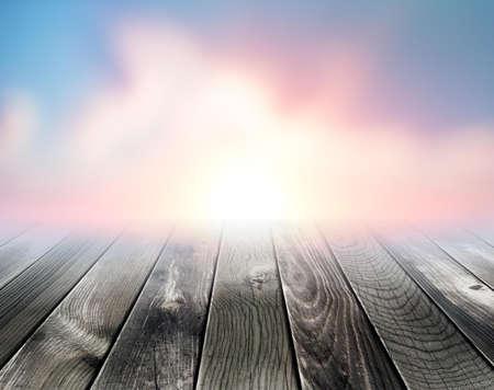 Platform In Front Of The Sun Imagens - 132265583