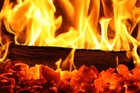 Un feu dans une cheminée.