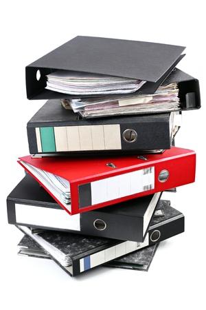 finanzen: A red foldeer in a tower of black ones.