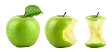 rij van groene Granny Smith appels op witte achtergrond Stockfoto