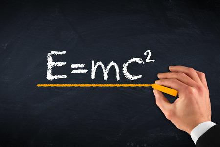 krijt bord met hand en relativiteitstheorie