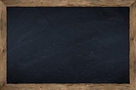 marco madera: pizarra vacía con marco de madera