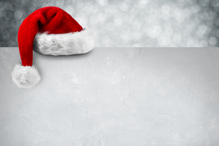 santa hat on blank christmas card Standard-Bild
