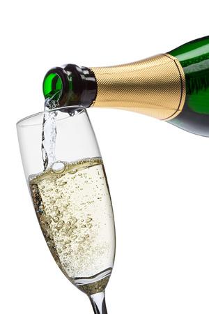 botella champagne: verter el champán en copa