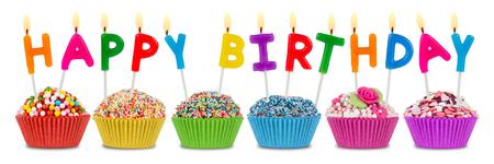 gateau anniversaire: rang�e de petits g�teaux avec le lettrage de joyeux anniversaire Banque d'images