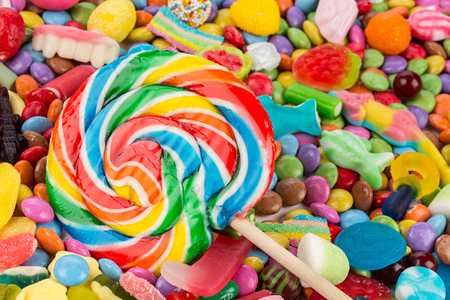 lolli: spiral lolli pop in middle of sweets