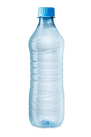 botella de plastico: botella de agua helada en el fondo blanco
