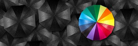 regenboog paraplu in de massa van zwarte paraplu's