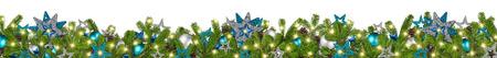 fir クリスマス ガーランドの超広角パノラマ バナー ターコイズ ブルー ガソリン銀星とつまらないクリスマス装飾白い背景で隔離の枝します。 写真素材