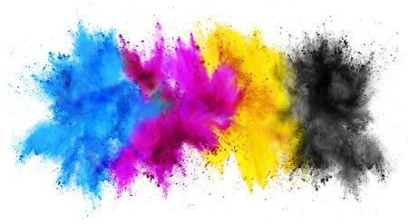 CMJN coloré cyan magenta clé jaune holi peinture poudre couleur explosion concept d'impression isolé sur fond blanc Banque d'images
