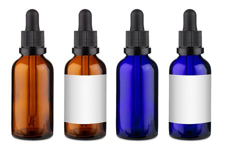 Zestaw kolekcji niebieskiej i brązowej szklanej butelki z zakraplaczem z pipetą z pustym wzorem projektu etykiety copyspace bez na białym tle na białym tle