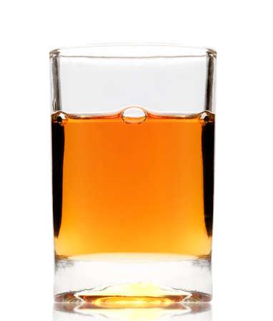 Whisky wird in ein Glas gegossen Standard-Bild - 10060839