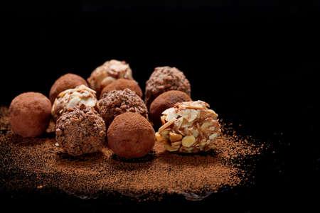 avellanas: Trufas de chocolate Foto de archivo