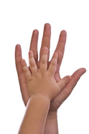 ni�os ayudando: Madre e hijos las manos en blanco Foto de archivo