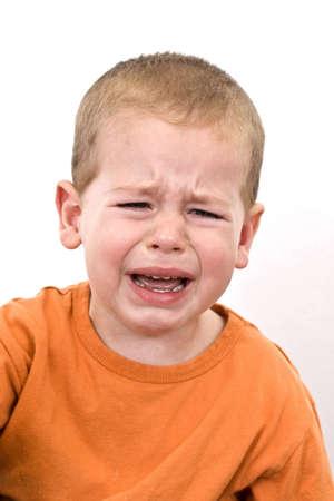crying boy: Detalle de un ni�o llorando, disparo de estudio