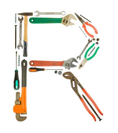 Letra 'R' hecha de herramientas aisladas en blanco Foto de archivo