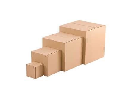 stockpiling: Cajas de cart�n marr�n dispuestas sobre fondo blanco Foto de archivo