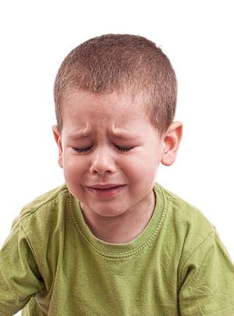enfant qui pleure: Gros plan d'un gar�on qui pleurait whit yeux ferm�s