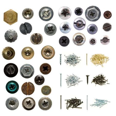 tornillos: Tornillos de madera aislados y colecci�n de u�as sobre fondo blanco, cabezas de tornillo son muy detallados. Foto de archivo