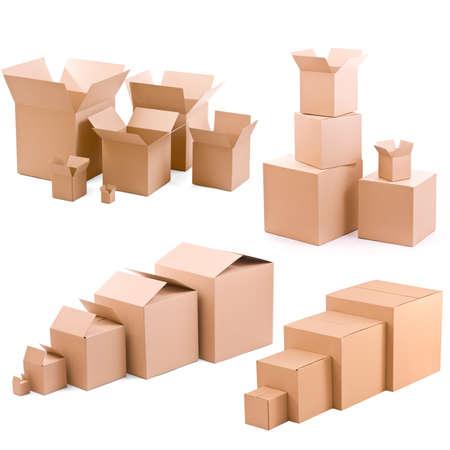 piles de boîtes de carton collectio sur un fond blanc