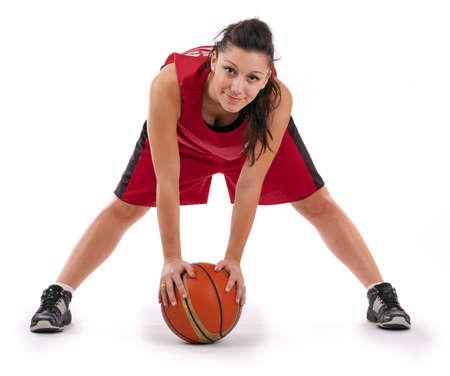 baloncesto chica: Jugador de baloncesto con pelota, aislado en un fondo blanco.
