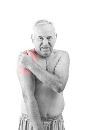 epaule douleur: Senior homme tenant son épaule, ayant mal