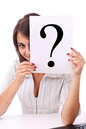 preguntando: Retrato de mujer de negocios hermosa celebraci�n de cartel del signo de interrogaci�n