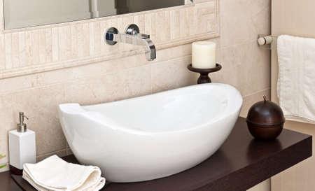 modern bathroom: Modern style interior design of a bathroom